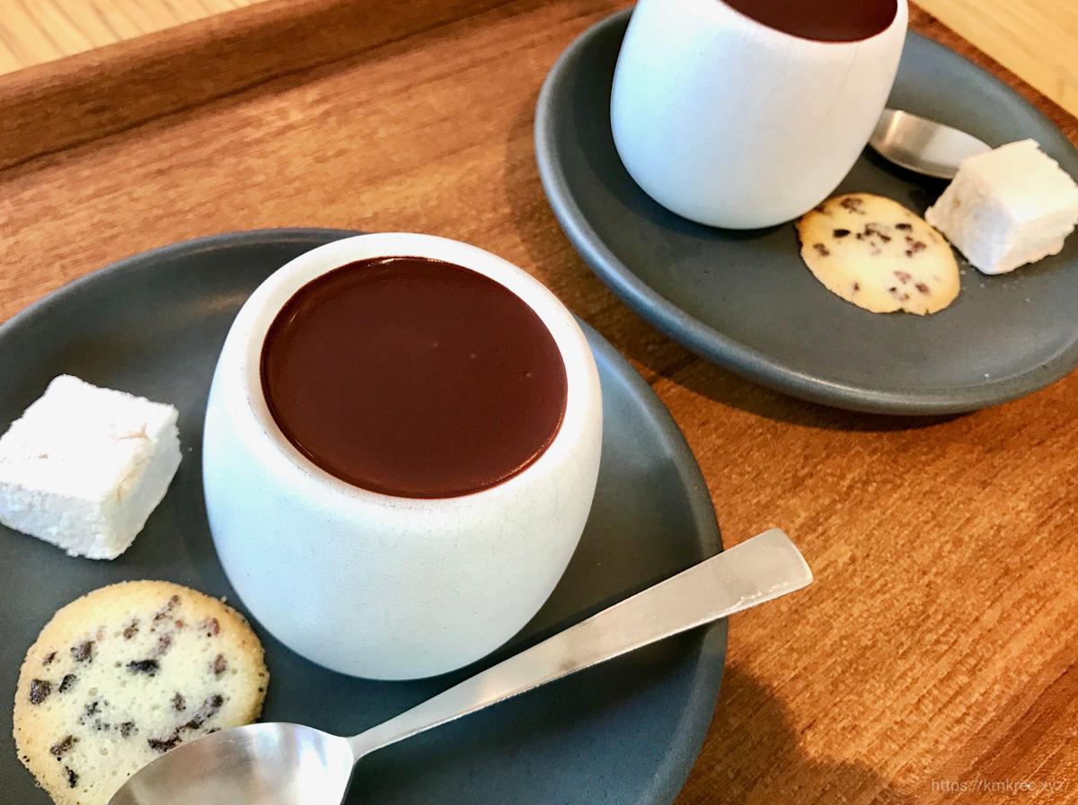 「ダンデライオン・チョコレート ファクトリー&カフェ蔵前」のホットチョコレート