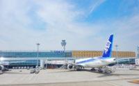 ANAの飛行機と羽田空港