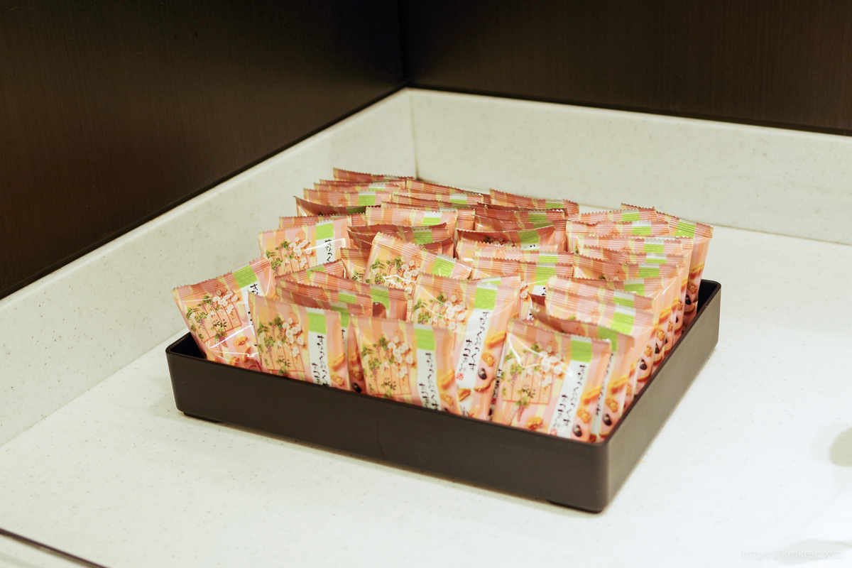 ANAラウンジのスナック菓子