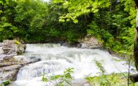 芦別市の三段滝の水の流れ
