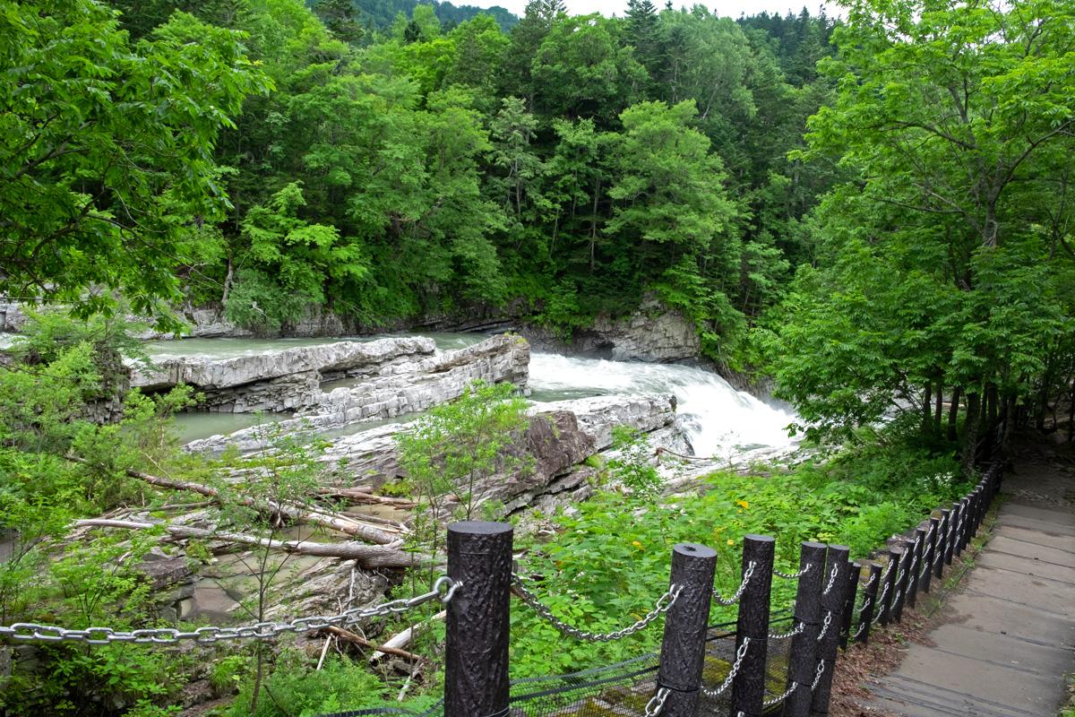 三段滝の遊歩道