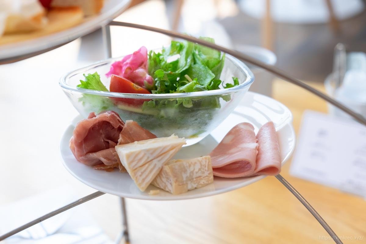 「パンとエスプレッソと自由形」ブランティー セットのサラダとハム・チーズ