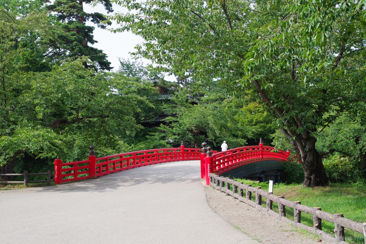 弘前公園の赤い橋